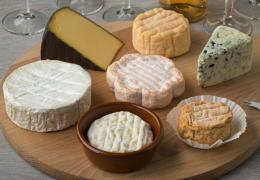 Cata de quesos, cómo hacerla desde casa con nuestros amigos